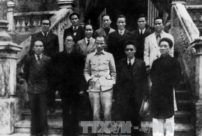 Kết quả hình ảnh cho Chính phủ lâm thời Việt Nam Dân chủ Cộng hòa ra mắt sau khi Cách mạng tháng Tám thành công