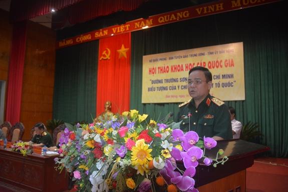 Thượng tướng Lê Chiêm phát biểu tại hội thảo.