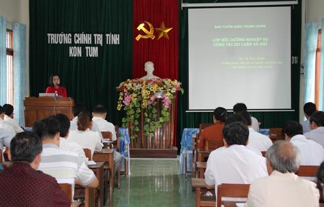 Ban Tuyên giáo Tỉnh ủy phối hợp với Ban Tuyên giáo Trung ương tổ chức Hội nghị bồi dưỡng nghiệp vụ cho đội ngũ CTV DLXH cấp tỉnh